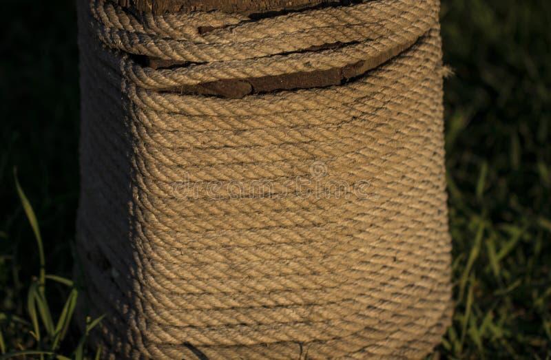 Rouleau de corde nautique photo stock