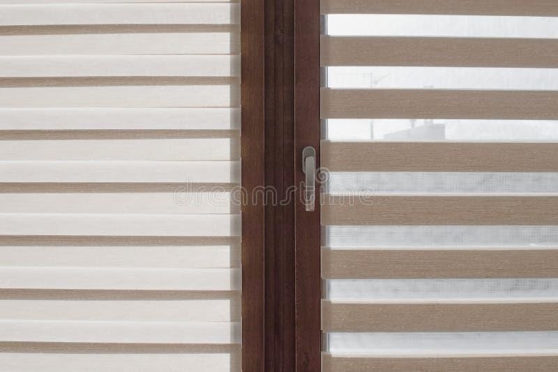Rouleau de fenêtre, système de duo jour et nuit photo stock