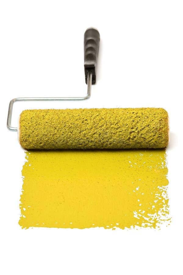 Rouleau de peinture avec le jaune photos libres de droits