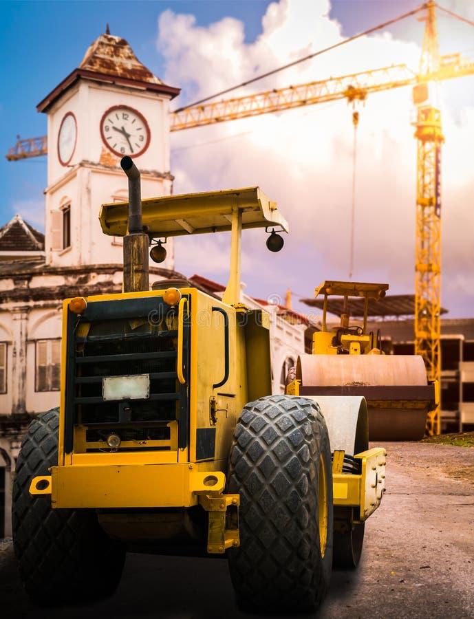 Rouleau de route à la construction site images libres de droits