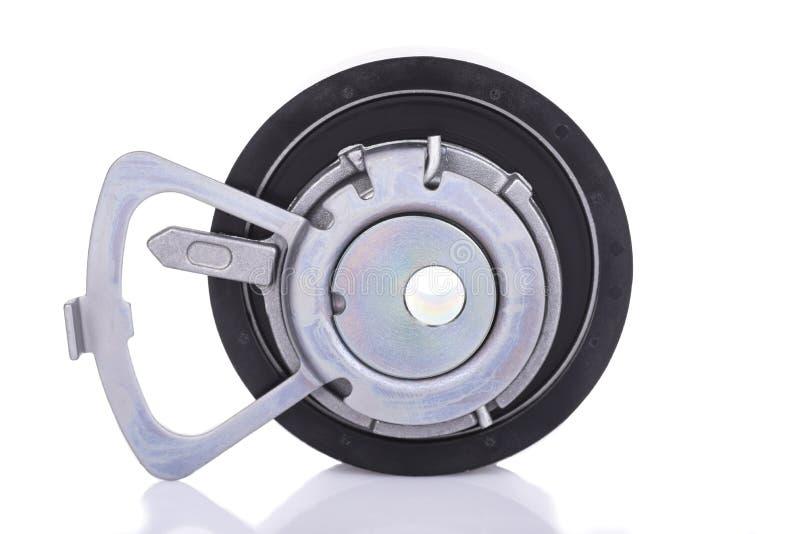 Rouleau de tendeur de courroie de voiture d'isolement sur le fond blanc image libre de droits