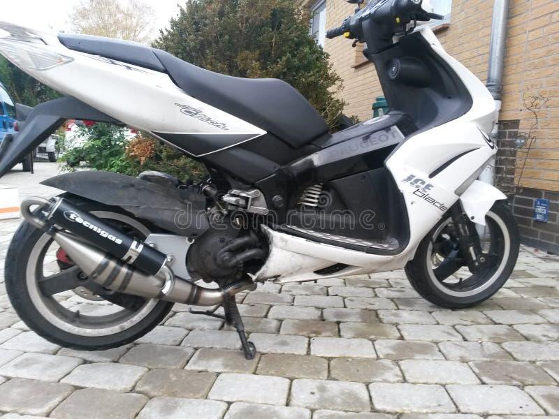 Rouleau Peugeot de scooter image stock