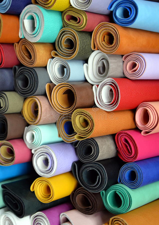 Rouleaux colorés de tissu photographie stock libre de droits