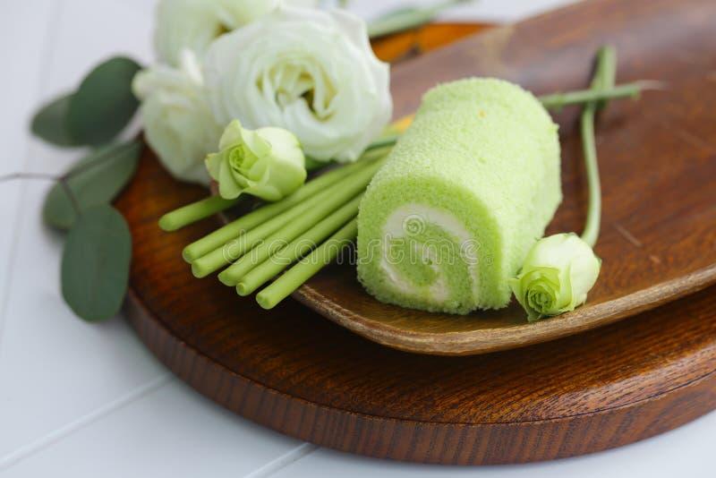 Rouleaux de dessert de matcha de thé photographie stock