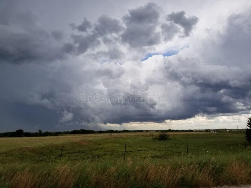 Roulement de nuages de tempête du Texas dedans images stock