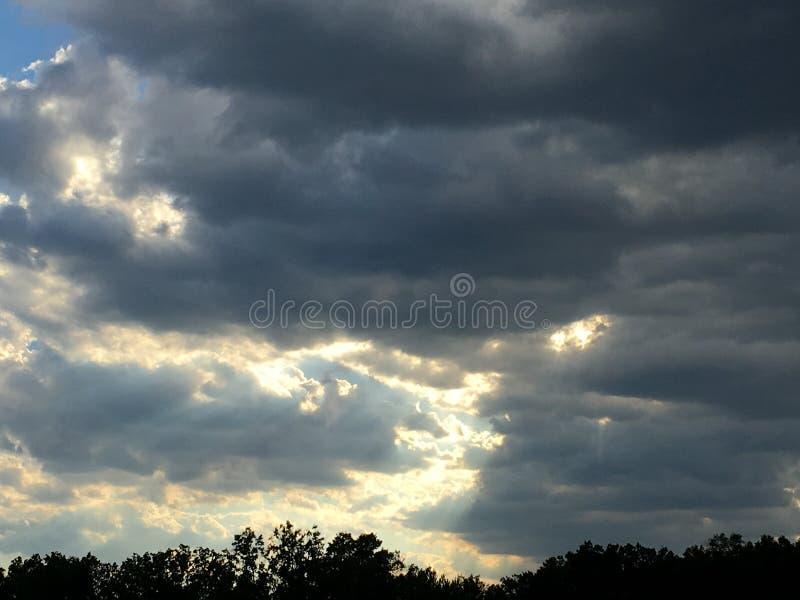 Roulement de tempête dedans photographie stock libre de droits