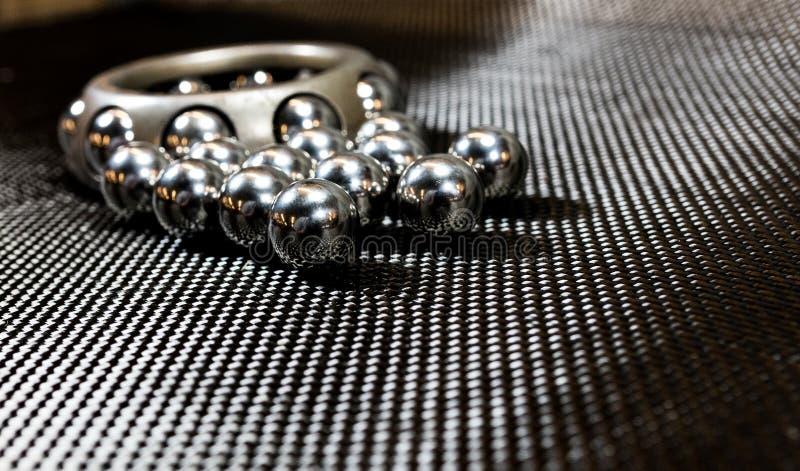 Roulements à billes et roue portant sur le tissu 2 de fibre de carbone photo libre de droits
