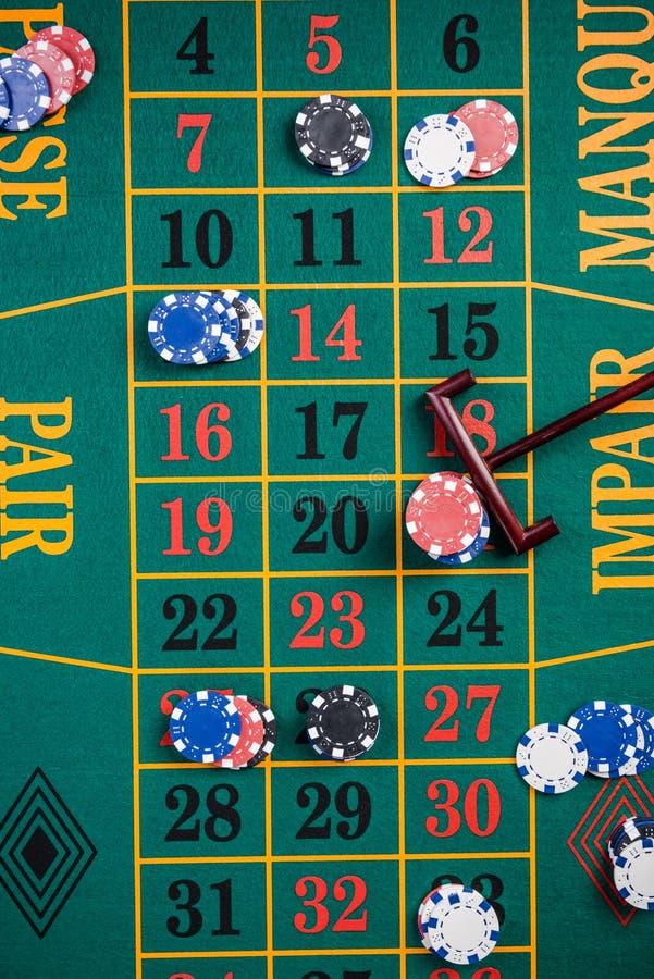 Roulette che scommettono, gioco del casinò, vista superiore da sopra fotografia stock