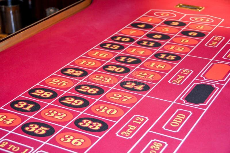 Roulettelijst in een casino stock afbeelding