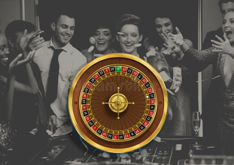 Rouletthjul och folk som spelar i kasino royaltyfri bild
