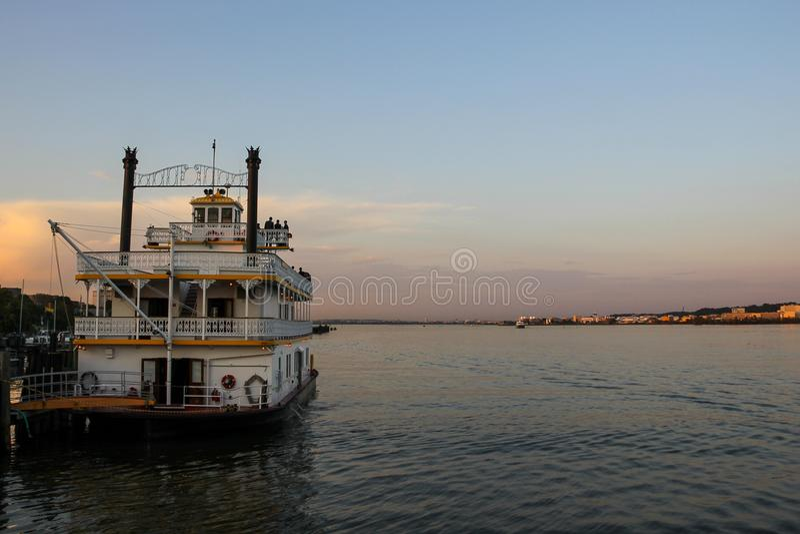 Rouleur démodé de palette sur le fleuve Potomac photographie stock