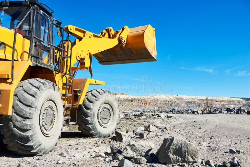 Download Roulez L'excavatrice De Chargeur à La Mine à Ciel Ouvert De Granit Ou De Minerai De Fer Photo stock - Image du exploitation, développement: 77155114