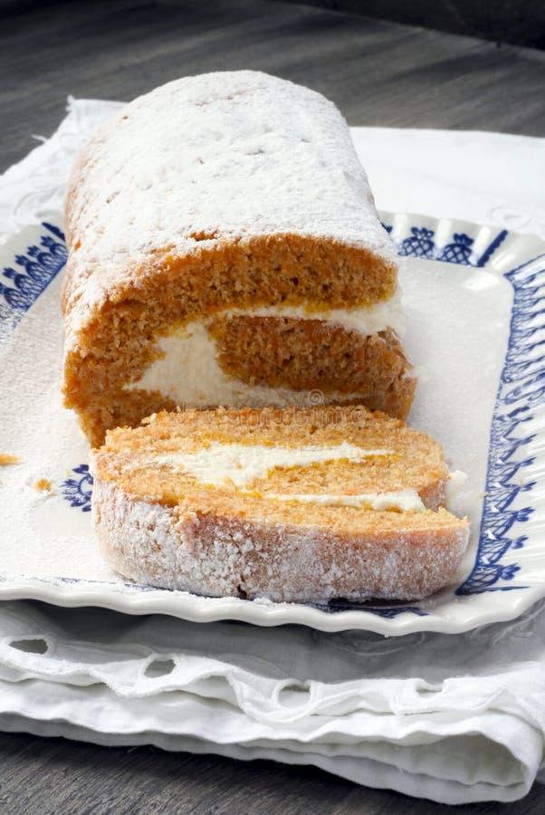 Roulis de gâteau de potiron photographie stock