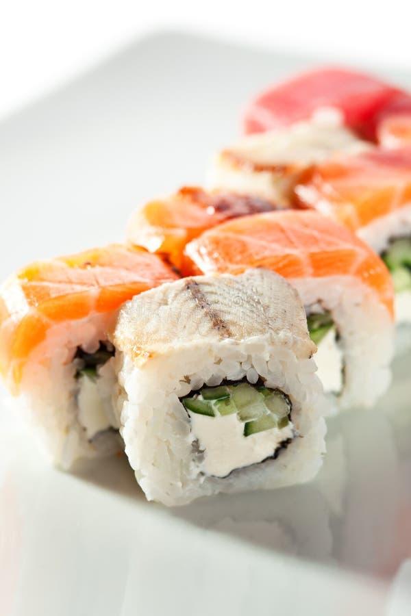 Roulis de sushi délicieux image stock