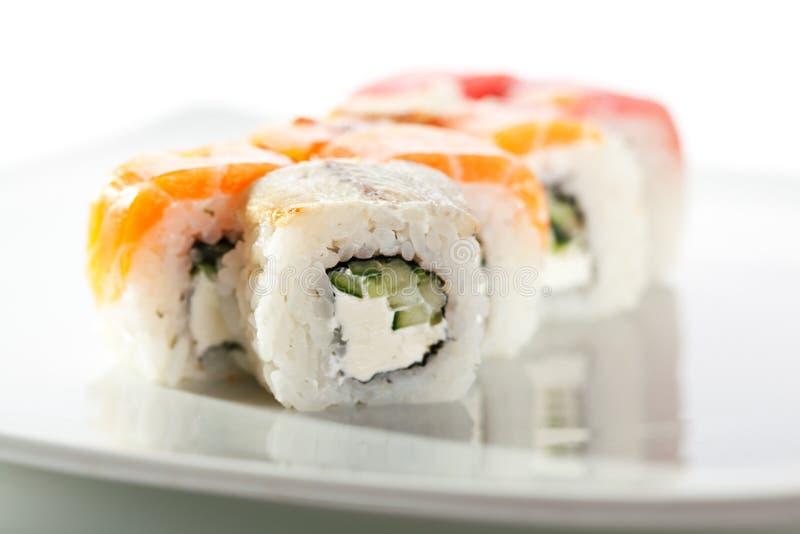Roulis de sushi délicieux images stock