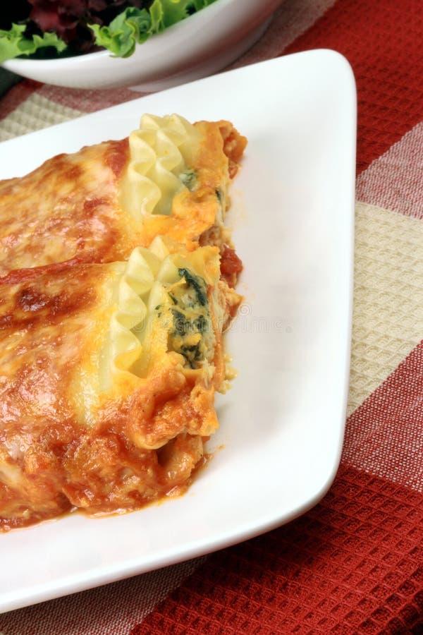 Roulis italiens de lasagne images stock