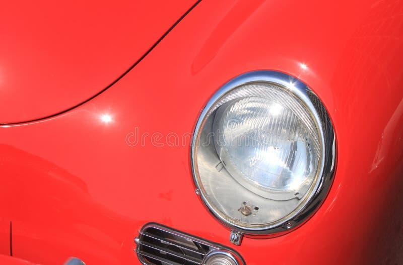 Round automobilowy headlamp drogiego rocznika luksusowy czerwony samochodowy zakończenie zdjęcie stock