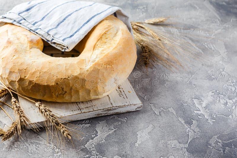 Round bochenek pszeniczny chleb obrazy royalty free