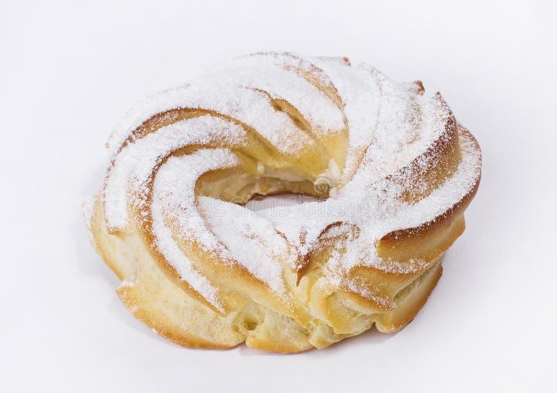 Round eclair tort na białym tle obraz royalty free
