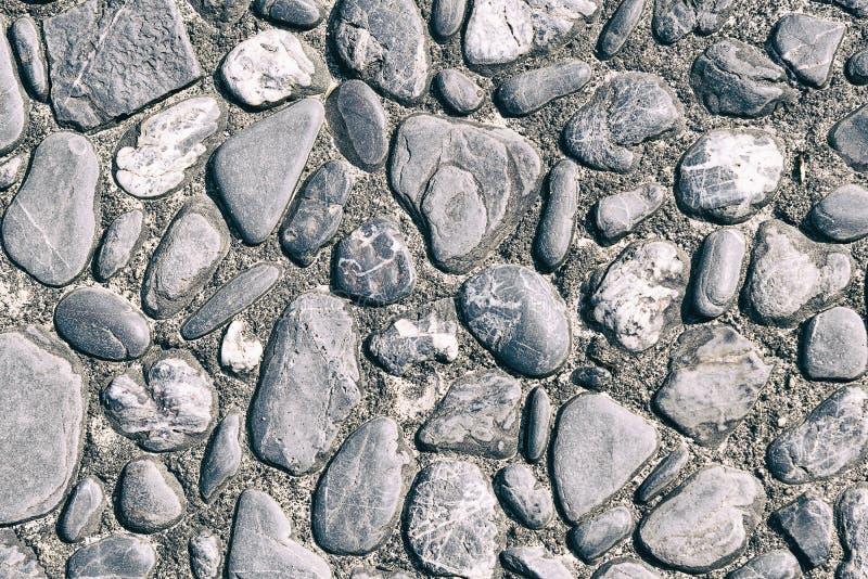 Round kamień przy cementową podłoga obraz royalty free