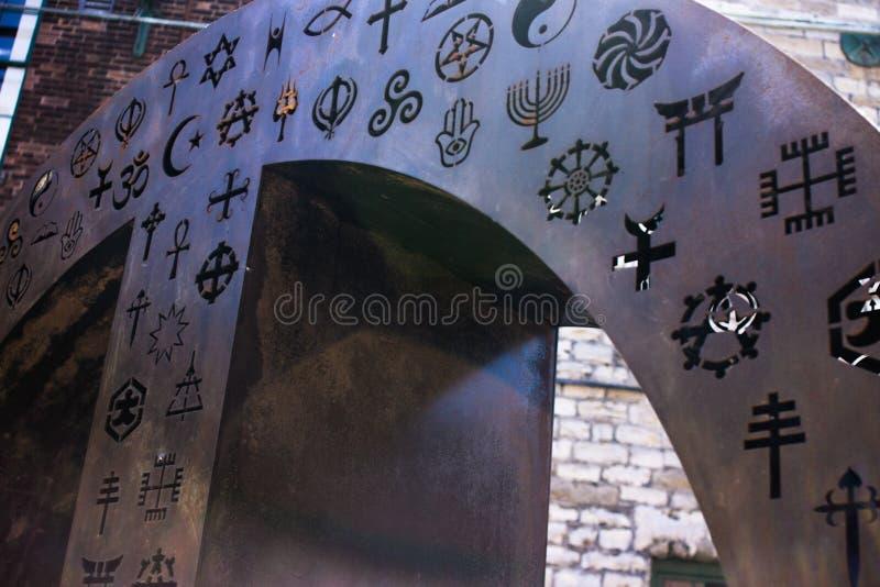 Round kawałek metal z religijnymi symbolami zdjęcie royalty free