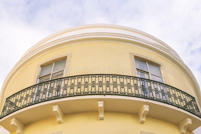 Round koloru żółtego dom fotografia stock