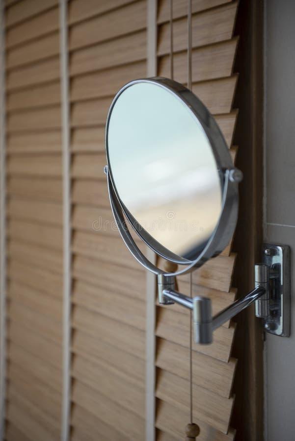 Round powi?ksza ?lizgowego lustro w luksusowym hotelu w kurorcie fotografia stock