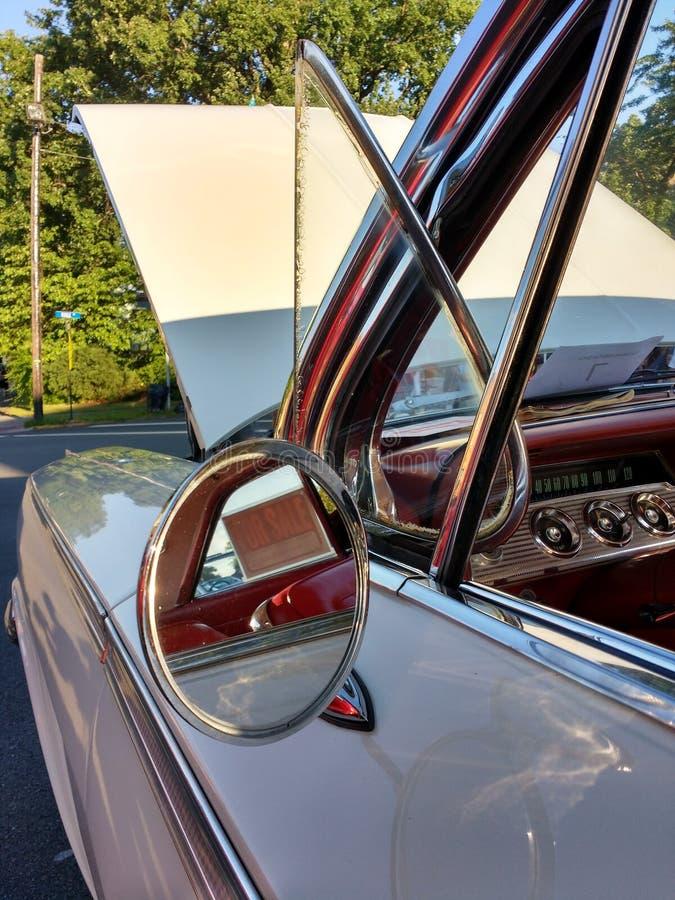 Round Skrzydłowego lustra i wentylaci okno na Klasycznym samochodzie fotografia royalty free