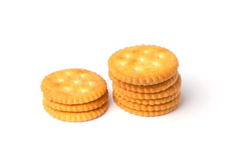 Round soleni krakers ciastka brogowali odosobnionego na białym tle obrazy stock