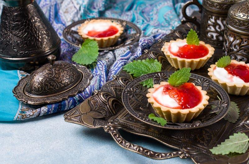 Round tartlets z czerwonym dżemem fotografia royalty free