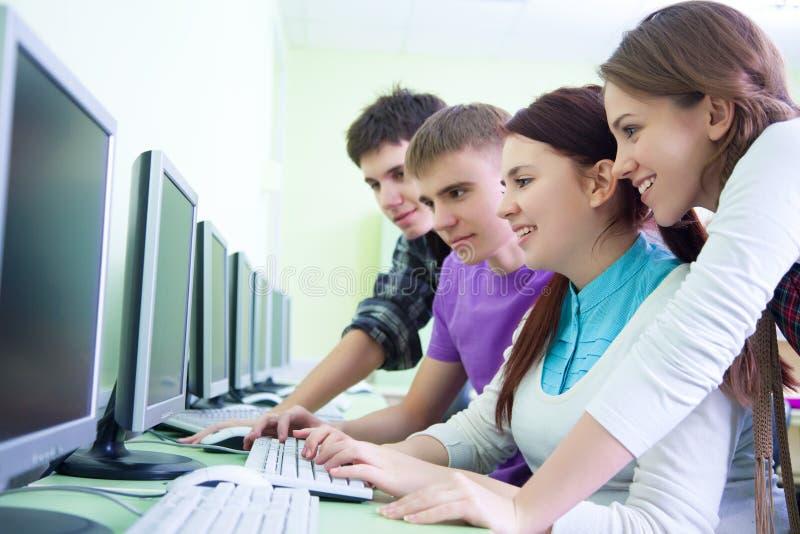 Download Educação imagem de stock. Imagem de diversidade, ocasional - 29843419