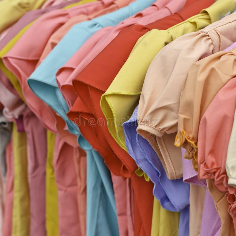 Roupa colorida fêmea da forma fotografia de stock