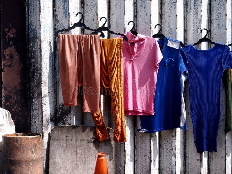 Roupa colorida recentemente lavada foto de stock