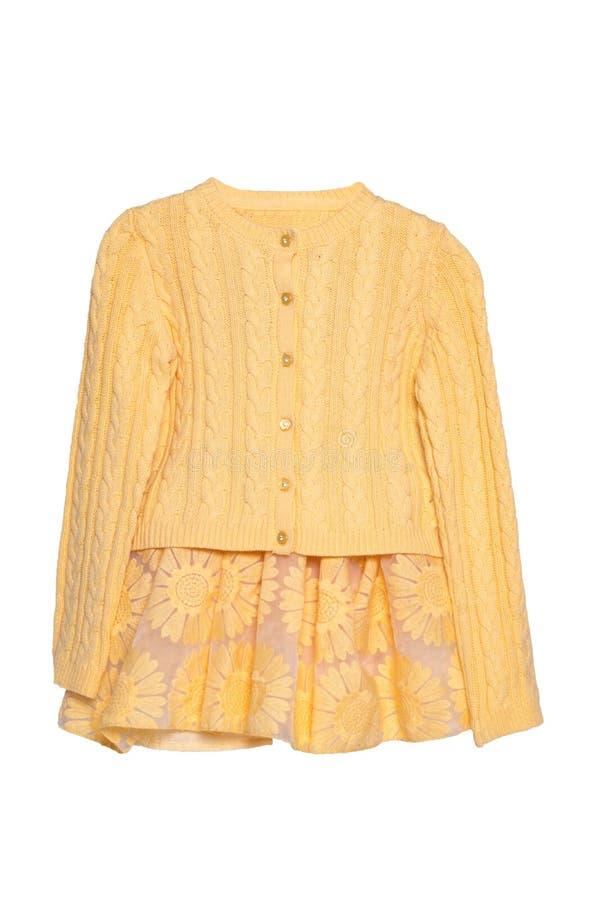 Roupa das meninas Camiseta amarela bonita festiva da menina ou casaco de lã feito malha e uma saia amarela de harmonização do ver fotografia de stock royalty free