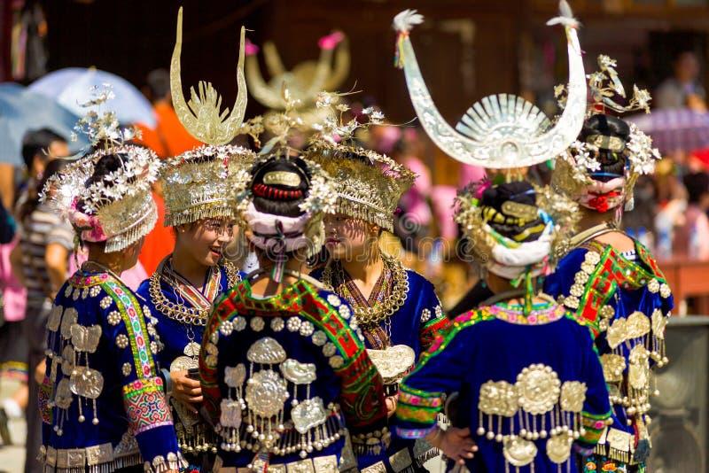Roupa de Miao Minority Women Group Traditional imagens de stock royalty free