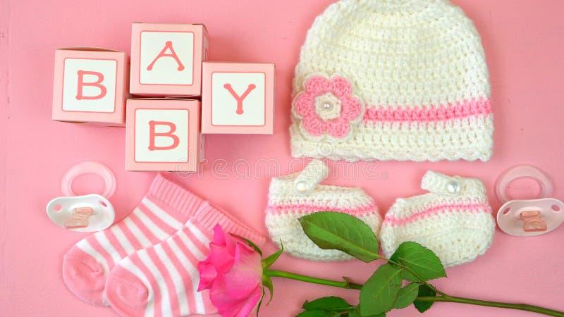 Roupa e acessórios do berçário do bebê aéreos fotografia de stock royalty free