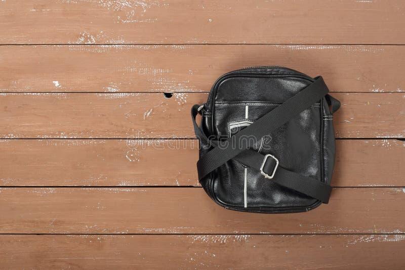 Roupa, sapatas e acessórios - vagabundos do ` s do homem do couro do preto da vista superior fotos de stock