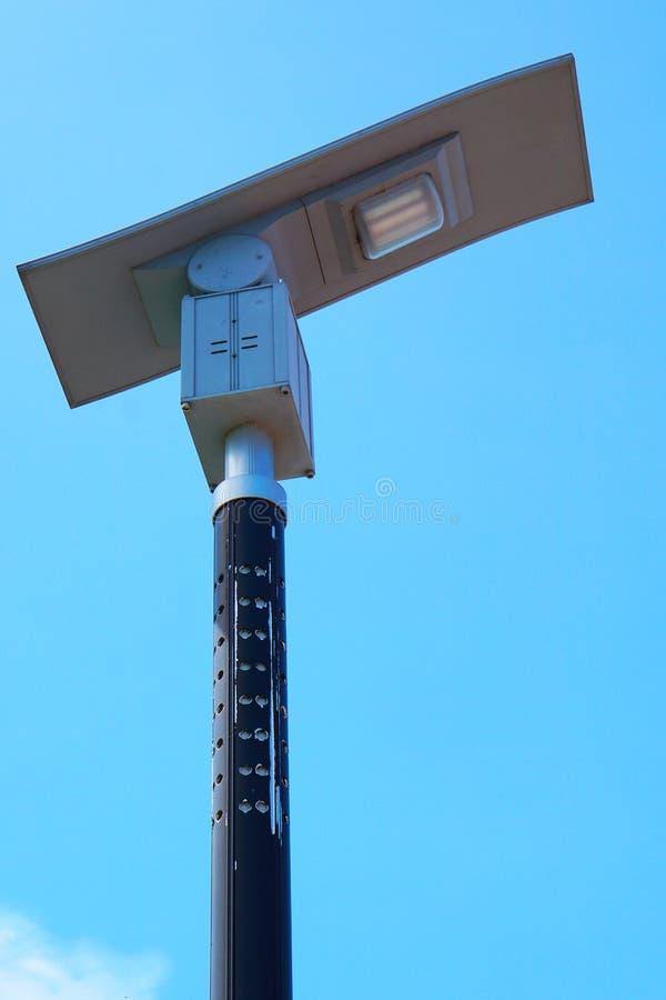 Route à énergie solaire de poteau léger photos libres de droits