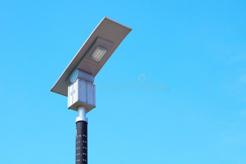 Route à énergie solaire de poteau léger image stock