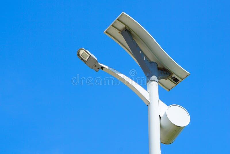 Route à énergie solaire de poteau léger photo libre de droits