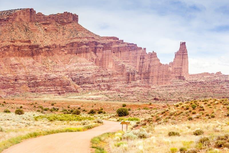 Route à Fisher Tower près des voûtes parc national, Utah photos libres de droits