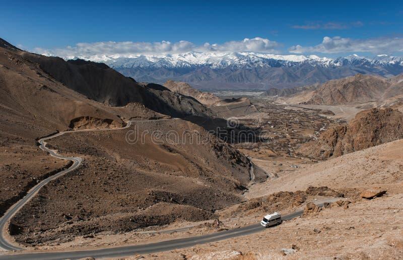 Route à la montagne de l'Himalaya dans le ladak, Inde de leh photo stock