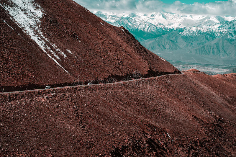 Route à la montagne de l'Himalaya dans le ladak, Inde de leh photographie stock