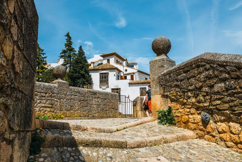 Route aan de ruïnes van de Arabische baden in stad van Ronda, Andalusia, Spanje royalty-vrije stock afbeeldingen