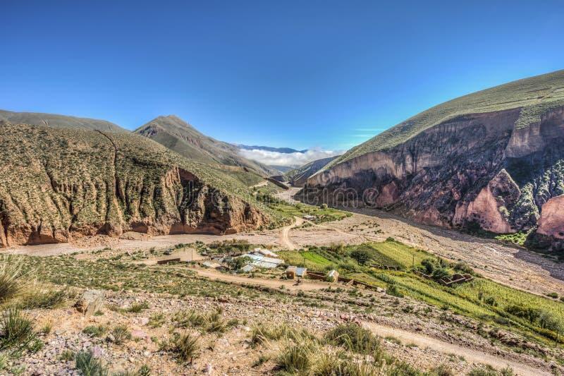 Route 13 aan Iruya in Salta-Provincie, Argentinië royalty-vrije stock foto's
