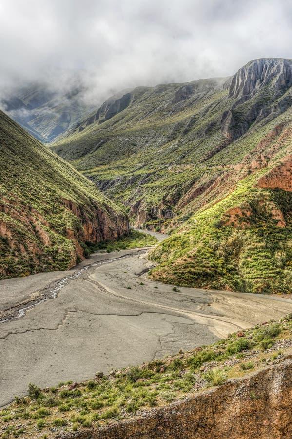 Route 13 aan Iruya in Salta-Provincie, Argentinië stock foto's