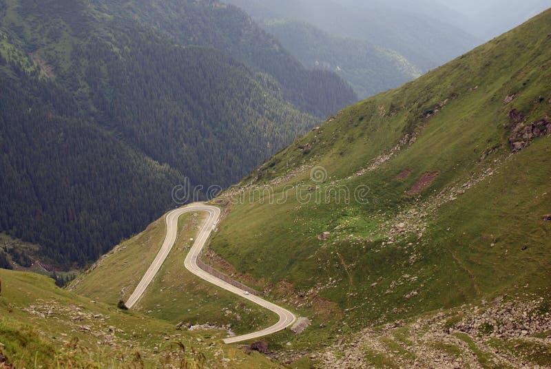 Route accrochée à l haute altitude