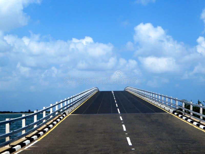 Route au ciel photographie stock