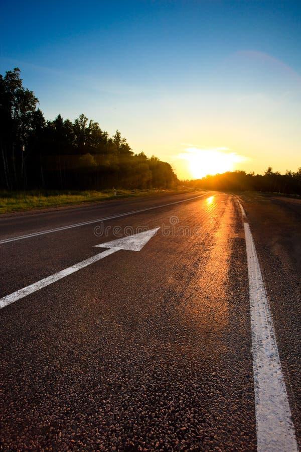 Route au coucher du soleil photos stock