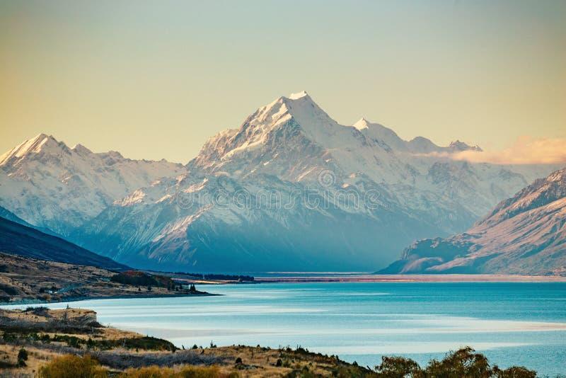Route au cuisinier de Mt, la plus haute montagne au Nouvelle-Zélande photographie stock